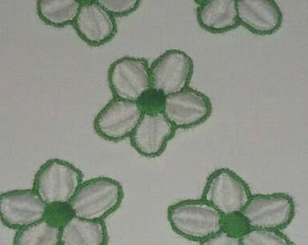 set of 5 appliques lace, green and white flower 25 mm