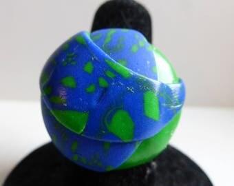 Ring adjustable blue motifs round green embossed