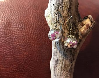 Earrings resin balls with dried flowers