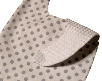 White magnetic bibs with grey dots 3-24 months