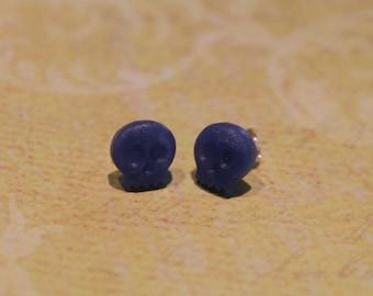 Chips small skull heads blue agate earrings