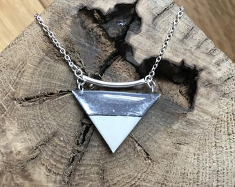 Necklace chain Silver 925 triangle shaped resin (silver and beige)
