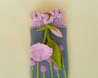 Felted Mobile Pocket with many details