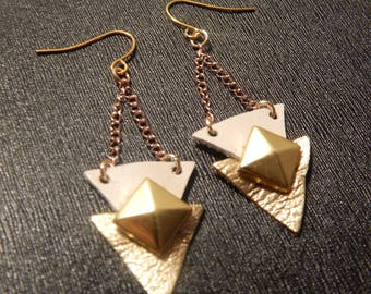 Beige and gold tone earrings pair
