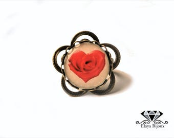 Flower ring adjustable cabochon red rose petal heart - background with polka dots
