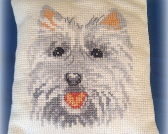 Adorable little dog embroidered by hand *.