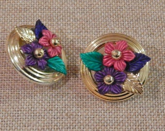 Vintage 1980's goldtone Round 3D flower pierced earrings