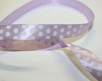 Lavender colored satin ribbon flower white 1.3 cm wide