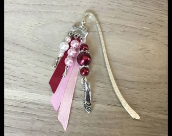 """Bookmark """"shoes"""" and glass beads"""