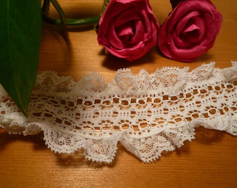 Small frou-frou 5 cm wide ivory lace