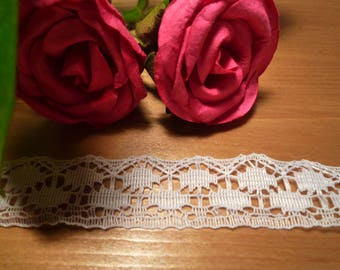 Small white 2 cm wide polyester lace
