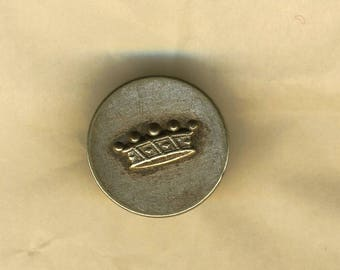 A vintage button ring silver