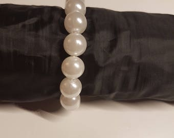 White Pearl bracelet with rubber band