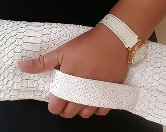 Elegant white pouch and pinkish python4