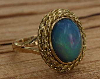 Ring in yellow gold 18 kt. 750 with Ethiopian Opal Multicolor, Vintage gold ring with gemstone Cabochon, Italian jewellery