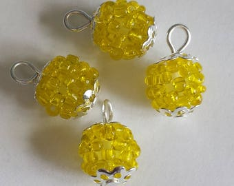 4 pendants (2.5 mm) seed beads transparent yellow