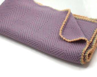 Knitted baby blanket in dusty lilac crochet edging Baby Decke gestrickt Babywolldecke  aus reiner Merinowolle Couverture bébé en tricot