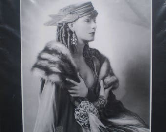 Lovely Vintage black and white photo of Greta Garbo