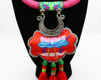 Colar de Flor Tradicional/ Lotus Sachet Collar Necklace
