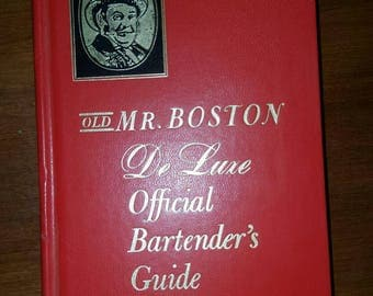 Old Mr. Boston De Luxe Official Bartender's Guide 1967 excellent condition