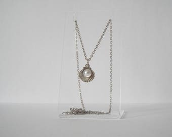 Silver necklace with clam and pearl detail pendant