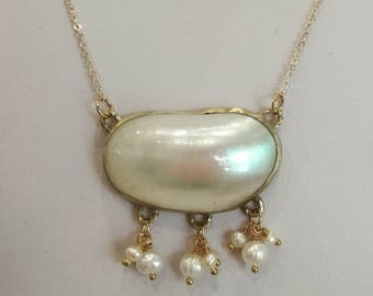 Jewelry Natural Mother Pearl necklace.