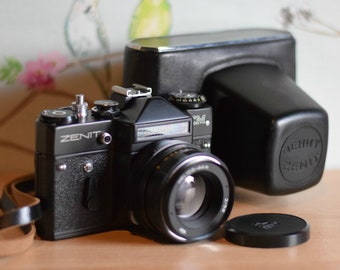 Vintage Zenit EM 35mm SLR Russian Camera & Black Leather Case ~ Helios 44m 2/58 Lens ~ Photography