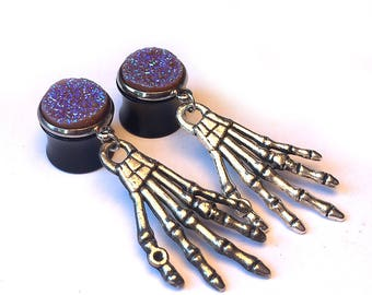 Ear plugs, purple druzy and silverwith horror hands, ear gauges with zombie hand (4mm, 5mm, 6mm, 8mm, 10mm, 12mm / 6g, 4g, 0g, 00g, 1/2″ )