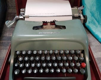 Vintage Underwood Studio 44 Typewriter