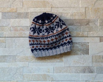 Cozy hand knitted jacquard hat