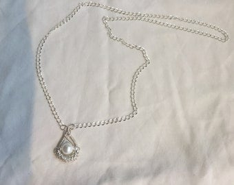 White pearl style pendant necklace