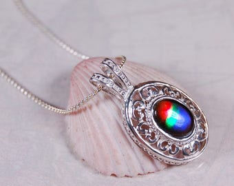 Ammolite Pendant.A top grade ammolite does not need to be big to impress--here's the proof!#080727