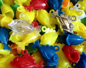 SALE 5pcs VINTAGE PLASTIC Fish Big Mouth Charms