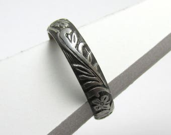 Flower Ring Engraved floral pattern Stackable Sterling Silver Ring sz 5 3/4 Oxidized Black