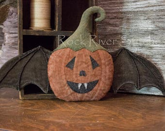 Primitive Halloween PDF Pattern, Pumpkin Bat Pattern, Door Doll, Sewing Pattern, Halloween Wall Hanging