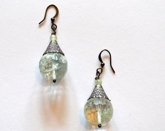 Light Green Silver Earrings / Rohdium Silver Cone Light Green Quartz Earrings / Minimalist Earrings / Geometric Earrings / Modern Earrings