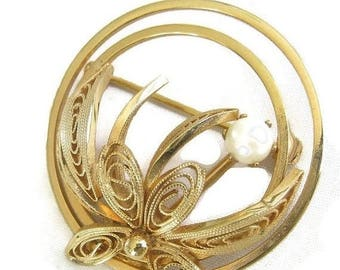 SALE Faux Pearl Circle Brooch Vintage Coiled Wire