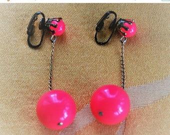 On sale Fuschia Pink Ball Dangle Clip Earrings, Plastic, Gold tone (X10)