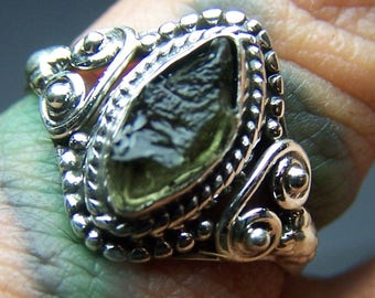 Moldavite ring size 7 - solid Sterling Silver - Czechoslovakia genuine natural tektite crystal green - vintage native american style B527