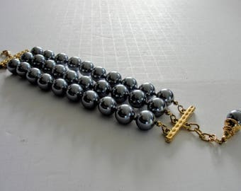 Fabulous Joan Rivers Bracelet Large Gray Imitation Pearl Beads Triple Strand Knotted Classic