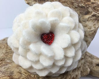 Valentine's Flower Brooch Pin Cashmere Flower with Red Heart Soft Cashmere Accessory Felt Flower Broach Pin Wool Flower Pin Brooch