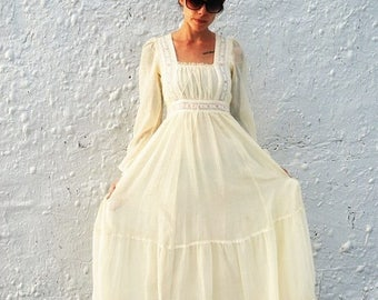 25% OFF SALE SALE Vintage 1970s Gunne Sax by Jessica Long White Dress Summer Wedding Dress Xs/S