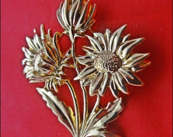 """Vintage gold tone bunch of daisies 2"""" brooch in great condition"""