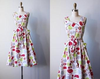 Vintage 1940s Dress - 40s Sundress - Novelty Print Fruit Pickers Red Chartreuse Cotton Sundress M to L - Harvest Hour Dress