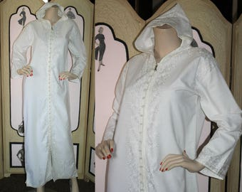 Vintage White Embroidered Caftan, Front Zip with Hood. Medium to Large.