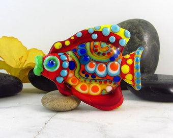 1 sculptured, free shaped fish bead - it's a original Sonic & Yoko by Michou Design