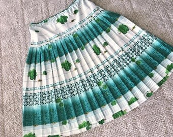 Pretty Vintage Accordion Pleated Skirt in Green Rose Print -- Size XL