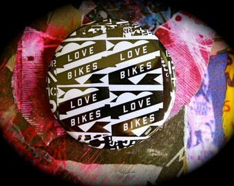Badge 56 mm 'Love Bikes'