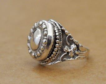 HIDDEN SECRET  vintage find Victorian style sterling silver poison ring U.S size 5