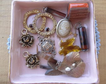 Vintage Jewelry Lot, Vintage Destash, Jewelry Destash. Costume Jewelry Lots. Golden Colors, Rose, Cameo, Leaf, Agate Pendants D67